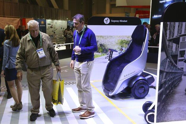 Pohyblivé sedalo Segway S-Pod, ktoré výrobca predstavil na veľtrhu CES.
