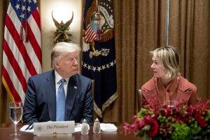 Prezident Donald TRump a americká veľvyslankyňa pri OSN Kelly Craftová.