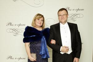 Ľubomír Rehák, mimoriadny a splnomocnený veľvyslanec Slovenskej republiky pri Dvore sv. Jakuba v Londýne s manželkou Danou