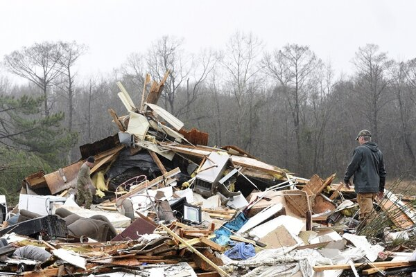 Trosky domu po silnom vetre v Louisiane.
