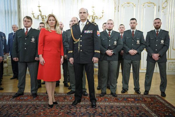 Prezidentka Zuzana Čaputová a prezident Policajného zboru Milan Lučanský.