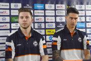 Útočník J. Sukeľ (vľavo) a obranca Ž. Pavlin podpísali s oceliarmi zmluvy do konca sezóny.