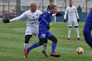 Premiéru v michalovskom drese si proti Bardejovu odkrútil Šimon Kozák (vľavo) zo Southamptonu.