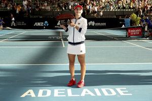 Ashleigh Bartyová po triumfe na turnaji WTA v austrálskom Adelaide.
