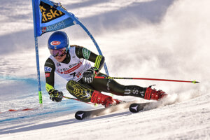 Mikaela Shiffrinová počas prvého kola obrovského slalomu v Sestriere.