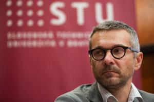 Dekan Fakulty informatiky a informačných technológií Slovenskej technickej univerzity Ivan Kotuliak.