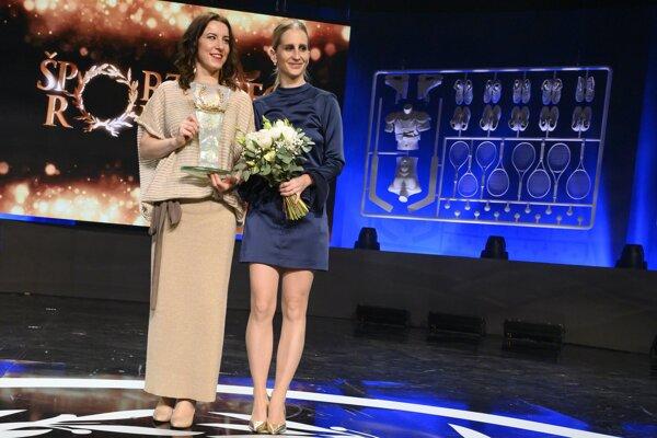 Paralympionička Henrieta Farkašová a jej navádzačka Natália Šubrtová.