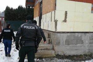 Páchatelia sa nelegálne obohatili aspoň o 75 000 eur.
