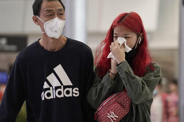 V samotnej Číne evidovali v piatok 9692 potvrdených prípadov nákazy.