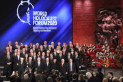 Štátnici v priebehu fóra o holokauste.