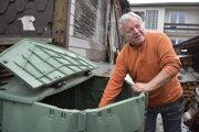 Ladislav Mišúr si pochvaľuje, že im zabezpečili kompostér. To, že separujú, by sa malo obci zohľadniť.
