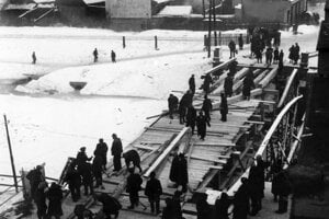 Oprava mosta vo februári 1945.