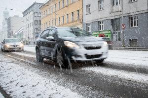 V Bratislave v stredu ráno snežilo.