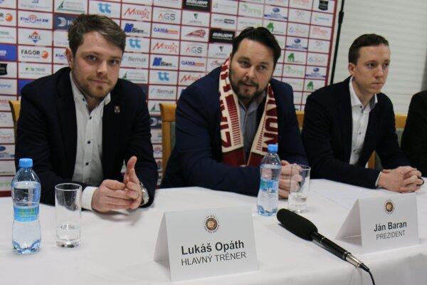 Vľavo nový hlavný tréner Lukáš Opáth, vpravo jeho asistent Marek Janík.