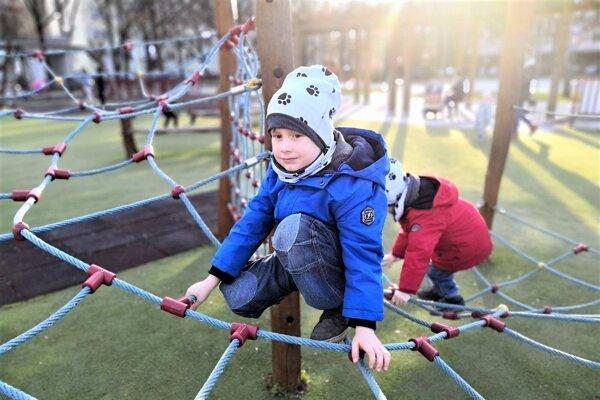 Zmeny majú zvýšiť bezpečnosť detí na ihriskách.