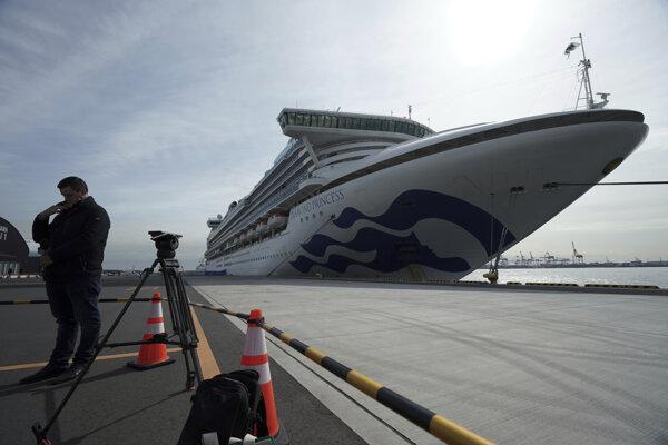 Výletná loď Diamond Princess s 3700 pasažiermi bude v karanténe dva týždne.