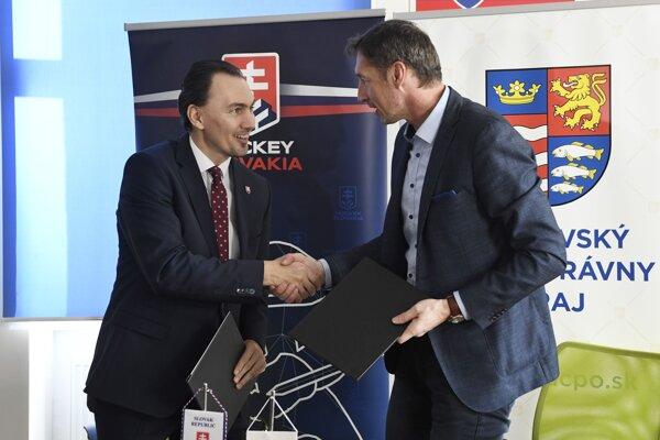 Memorandum o spolupráci medzi Slovenským zväzom ľadového hokeja (SZĽH) a Prešovským samosprávnym krajom (PSK) slávnostne podpísali 8. februára 2020 v Poprade. Vľavo prezident SZĽH Miroslav Šatan a vpravo predseda PSK Milan Majerský.