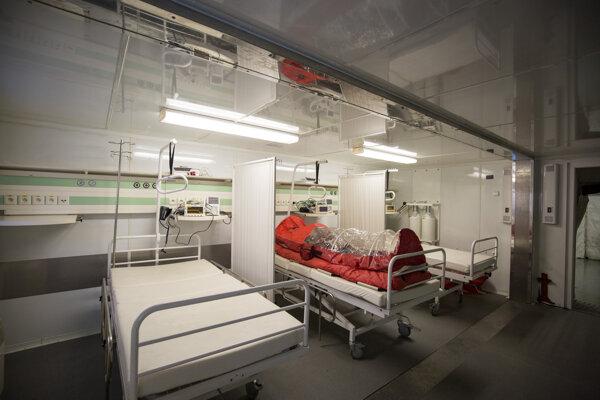 Pohľad na interiér a vybavenie mobilnej nemocnice, ktorá môže byť použitá v prípade krízových situácií.