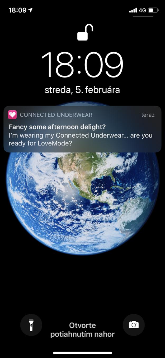 Notifikácia, ktorá príde pri oblečení špeciálneho spodného prádla od Telekomu