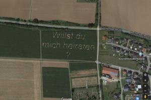 Žiadosť o ruku v kukuričnom poli pri obci Hüttenberg.