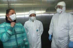 Včera mali v nemocnici figurantku, ktorá predstierala podozrenie na koronavírus. Večer prišiel pacient s reálnymi príznakmi.