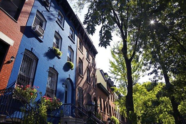 Množstvo zelene sa mieša s brooklynskými domami
