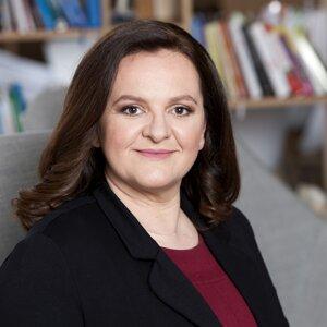 Poštová banka, Andrea Hazuchová, riaditeľka odboru ľudských zdrojov