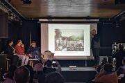 Diskusia o novom projekte obnovy Záhrady umenia a ulice Kmeťovo stromoradie. Súčasťou má byť nielen výrub, ale aj výsadba stromov.