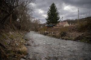 Štiavnický potok, pri ktorom sa podľa Kuciakovcov ako malý hral ich syn. Nachádza sa hneď za bráničkou, ktorá vedie k ich domu.