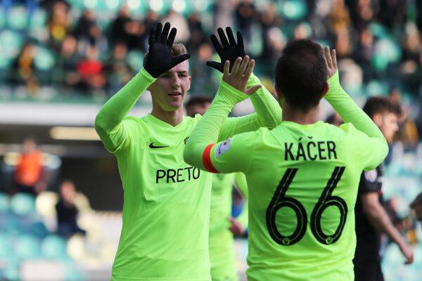 Dawid Kurminowski (vľavo) sa stal v Žiari nad Hronom gólovým žolíkom. Ilustračné foto.
