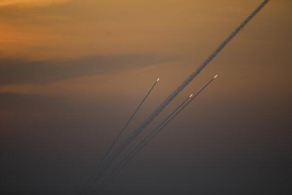 Rakety vystrelené z Gazy na Izrael.