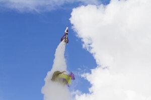 Padák sa z rakety odpojil krátko pred štartom. pri predošlých pokusoch Mike Hughes využíval padák pri nevydarených štartoch.