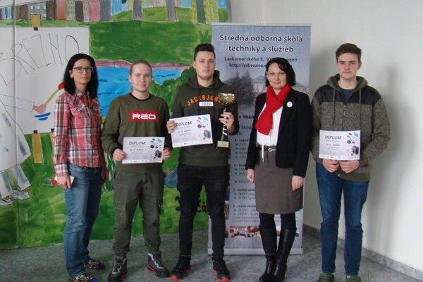 Úspešní študenti z Brezna.