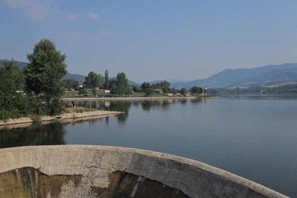 Mimoriadne teplé leto vysúšalo aj priehradu v Nitrianskom Rudne a znížilo stav vody.