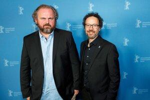 Režisér Ivan Ostrochovský (vľavo) a Carlo Chatrian, umelecký riaditeľ Berlinale.