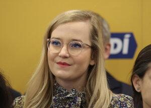 Poslankyňa Národnej rady Vladimíra Marcinková kritizuje očkovanie ľudí mimo oficiálneho zoznamu.