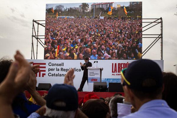 """Puigdemont podporovateľov nezávislosti Katalánska vyzval, aby sa pripravili na """"záverečný boj""""."""