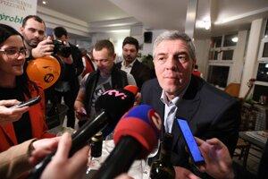 Voľby 2020: Predseda strany Most-Híd Béla Bugár počas volebnej noci v centrále strany.