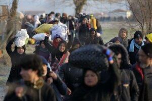 Pri turecko-gréckej hranici sa začínajú zhromažďovať migranti.
