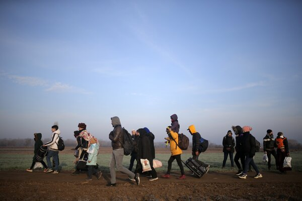Migranti smerujú ku turecko-gréckej hranici.