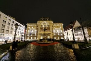 Historická budova Slovenského národného divadla pred galavečerom ...Tak sme my... pri príležitosti 100. výročia založenia SND v Bratislave.