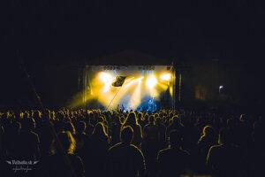 Fanúšikovia počas metalové festivalu Gothoom.