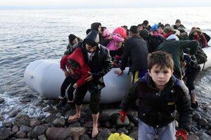 Utečenci po príchode na ostrov Lesbos.