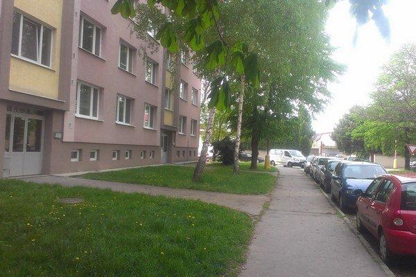 Ľudia z Jiráskovej sa môžu pripraviť na rušné leto. S výstavbou parkoviska chcú začať v polovici júla.
