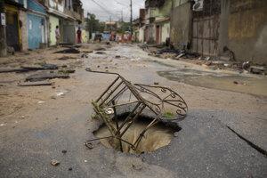 Poškodená infraštruktúra spôsobená dažďami v meste Realengo pri Riu de Janeiro.