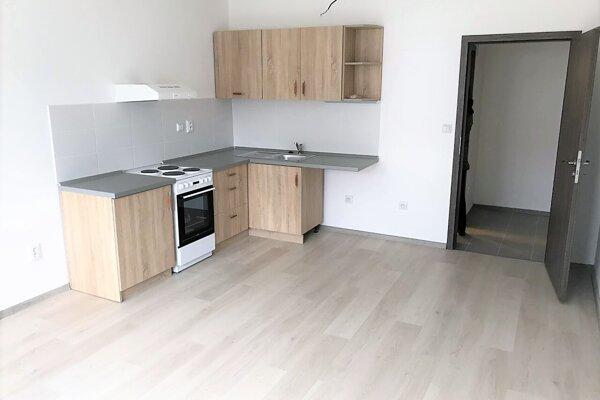 Takto vyzerá kuchynská linka vnových nájomných bytoch.