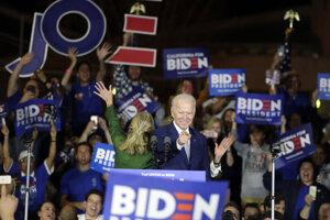 Joe  Biden je späť v hre o Biely dom.