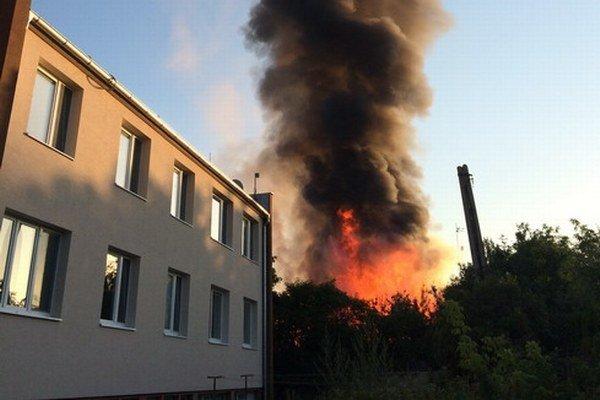 Požiar vypukol dnes ráno na Teplickej ulici.