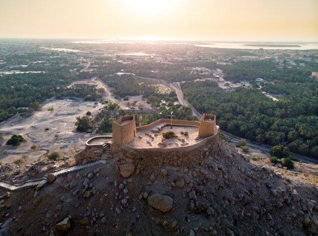 Pevnosť Dhayah a pohľad na emirát Ras al Khaimah