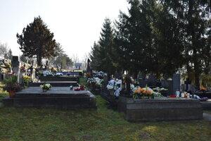 Po novom platia Udavčania za kopanie hrobu po desať eur ročne.